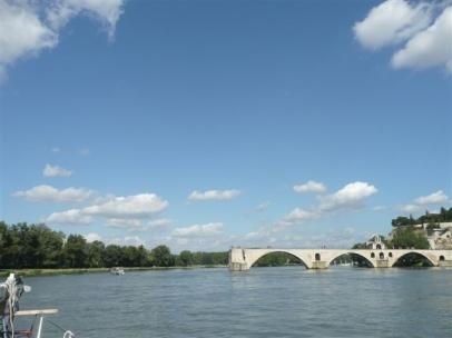 Rover rundet die pont d'Avignon