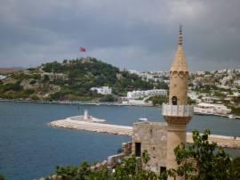 Minarett und Hafeneingang