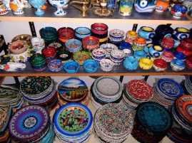 bunte Keramik zuhauf