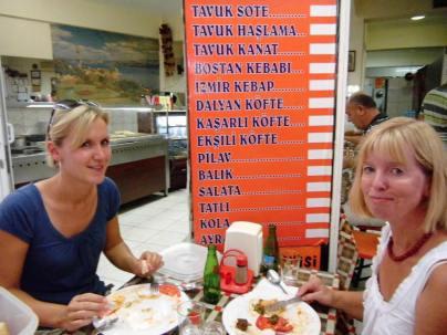 Ulla wird in die türkische Küche eingeführt