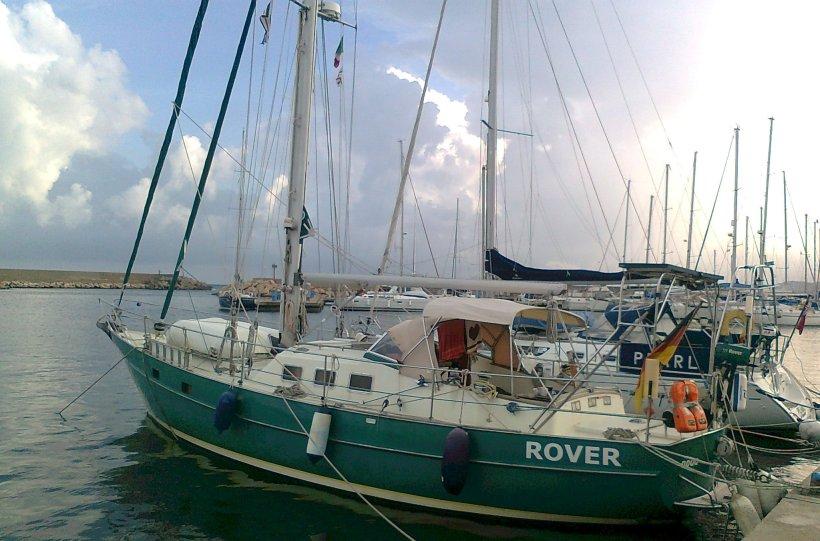 Rover in Porto  Corallo, neue Gewitterwolken am Horizonz