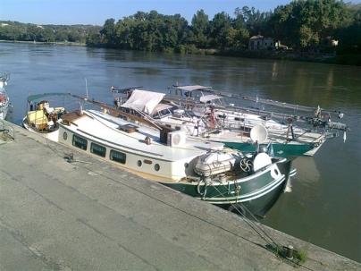 längsseits in Avignon