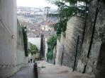 Abstieg von der Basilika in die Altstadt