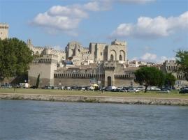 Papstpalast und Stadtmauer von Avignon