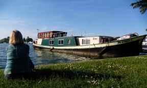 Wohnschiff wartet auf Käufer