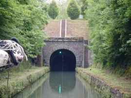 Eingang zum Tunnel von Pouilly
