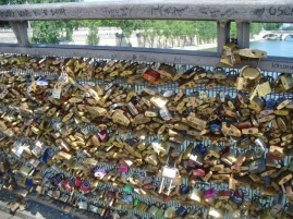 Love Lock Schlösser am Brückengeländer