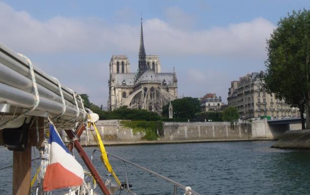 vorbei an der Ile de la Cité
