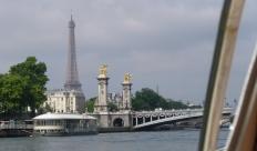 Pont Alexandre III mit Eiffelturm