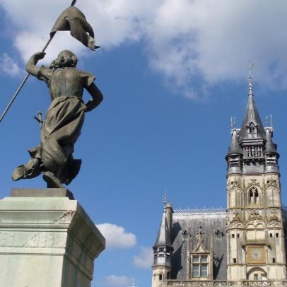 Jeanne d'Arc und das Rathaus von Compiegne