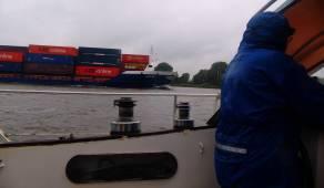 Nieselregen und Grossschifffahrt