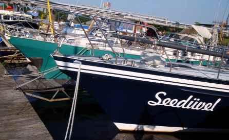 """Rover mit Schwesterschiff """"Seedüvel"""""""
